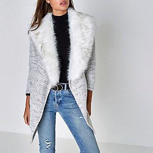 Lichtgrijze jersey jas met kraag van imitatiebont