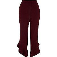 Pantalon court rouge foncé à ourlet à volant