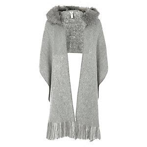 Écharpe grise bordée de fausse fourrure à capuche