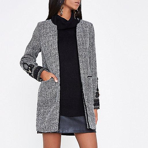 Manteau en tweed noir à manches brodées