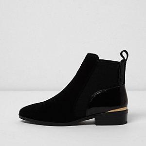 Zwarte chelsea boots met textuur en brede pasvorm