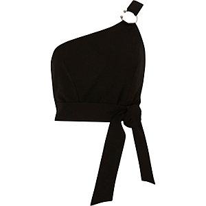 Zwarte bustier met blote schouder en ring