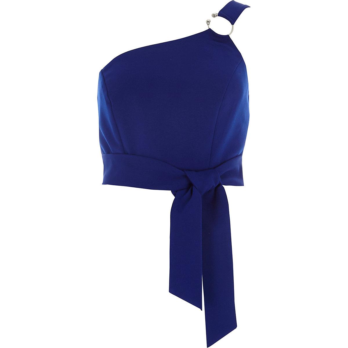 Blauwe bustier met blote schouder en ring
