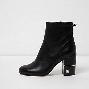 RI - Zwarte leren laarzen met blokhak en wijde pasvorm