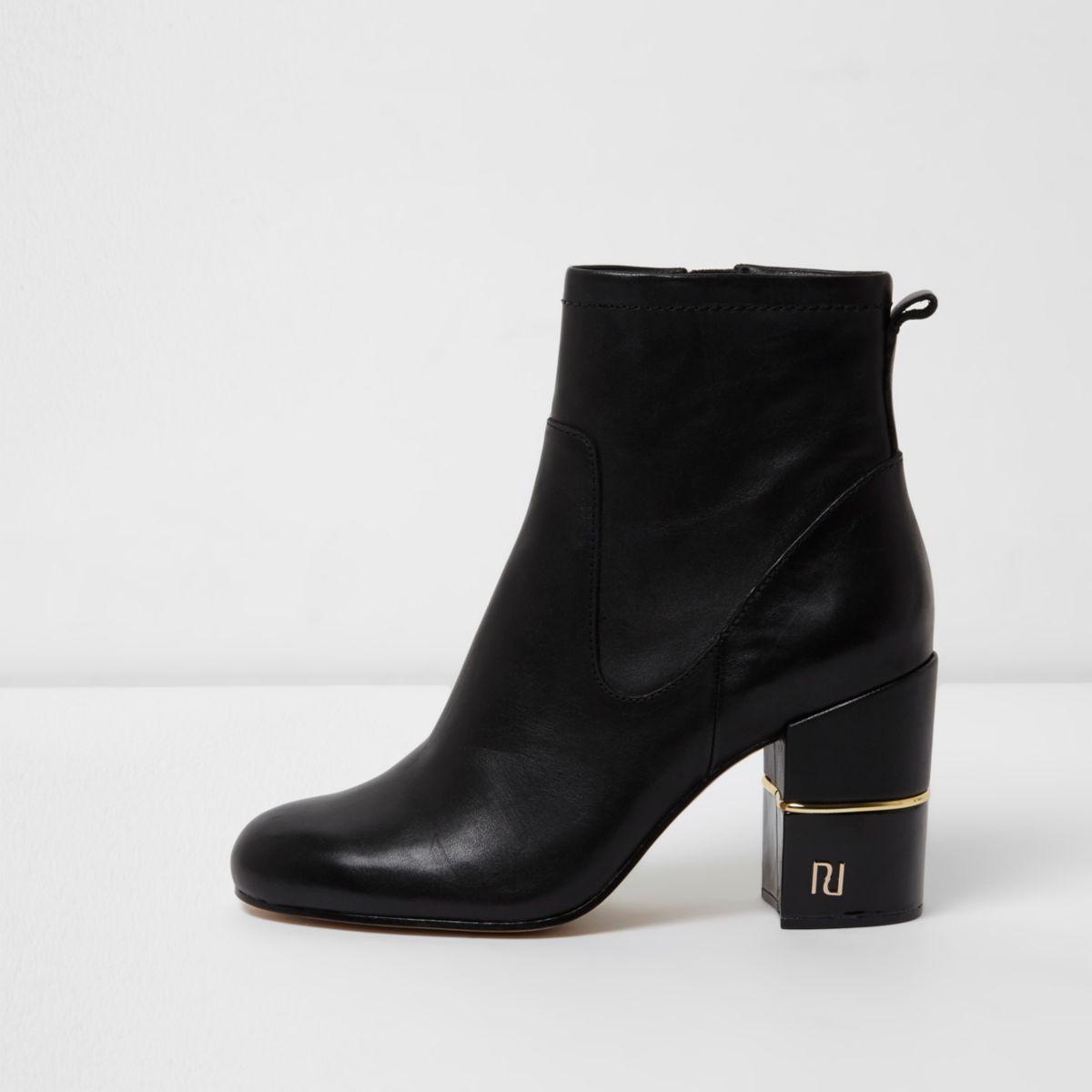 Schwarze Lederstiefel mit weiter Passform