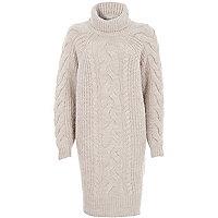 Beiger Pulloverkleid mit Rollkragen und Zopfmuster