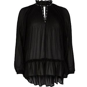 Zwarte hoogsluitende doorschijnende blouse met plooien en oogjes