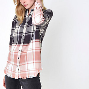 Pink ombre check frayed hem shirt
