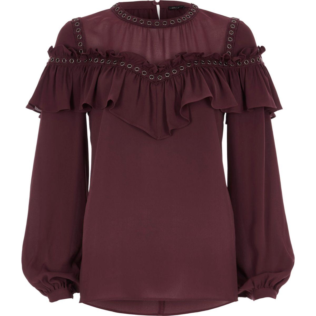 Donkerrode blouse met oogjes en ruches
