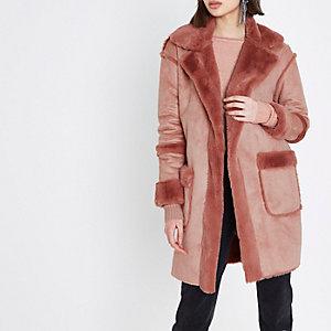 Roze jas met imitatieschapenvacht
