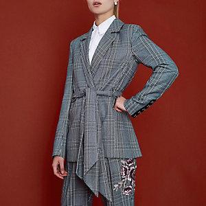 RI Studio – Blazer à carreaux gris drapé à ceinture