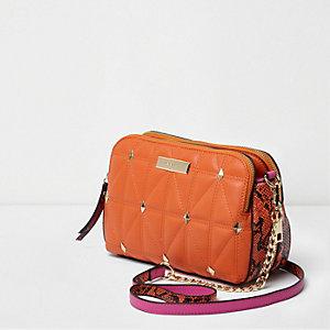 Oranje gewatteerde crossbodytas met slangeneffect