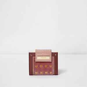 Roze portemonnee met druksluiting en geborduurd hart