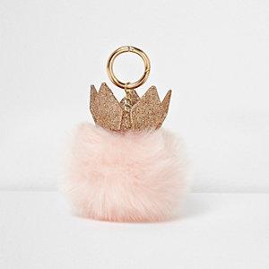 Roze sleutelhanger met glitterkroontje en pompon van imitatiebont