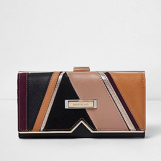 Black cutabout V insert clip top purse