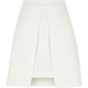 Mini-jupe trapèze blanche fendue sur le devant