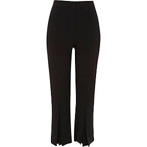 Pantalon court droit noir à ourlet plissé