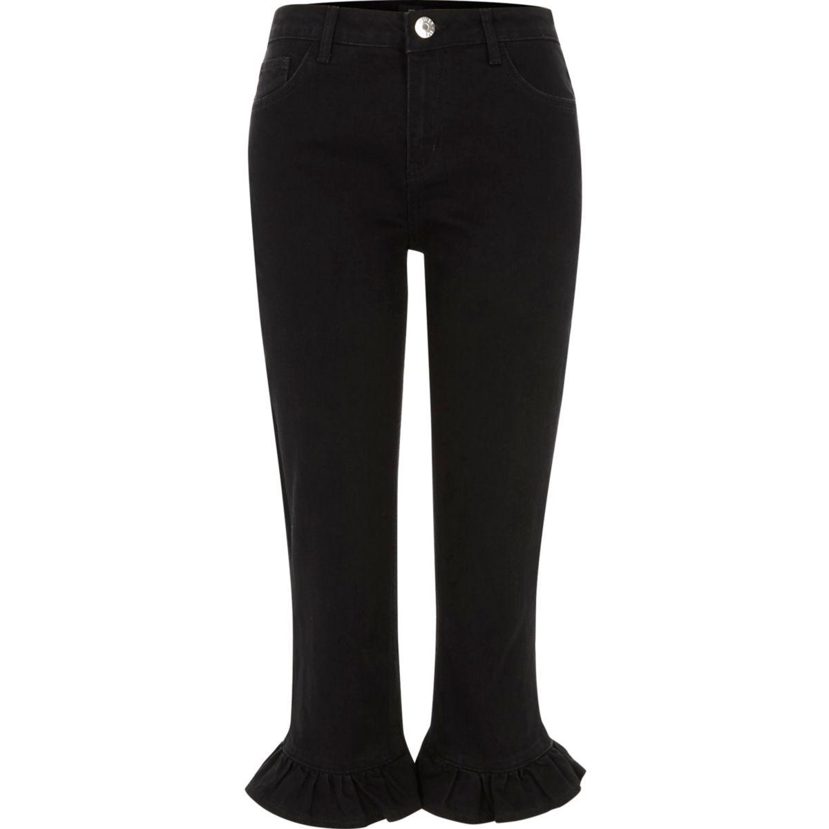 Schwarze, kurze Jeans mit Rüschen