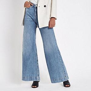 Mila - Middenblauwe wash jeans met wijde pijpen