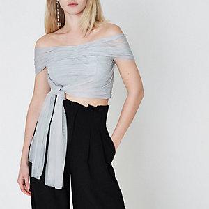 Crop top bandeau drapé en tulle gris clair