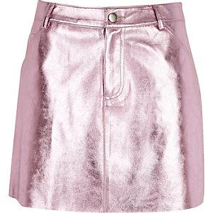 Mini jupe en cuir synthétique rose métallisée