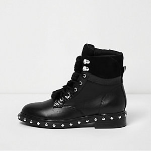 Black faux fur tongue lace-up boots