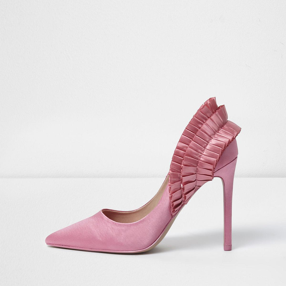 Pink ruffle back pumps