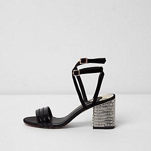 Zwarte sandalen met hak, brede pasvorm, bandjes en siersteentjes