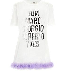 T-shirt long à imprimé métallisé blanc avec ourlet à plumes