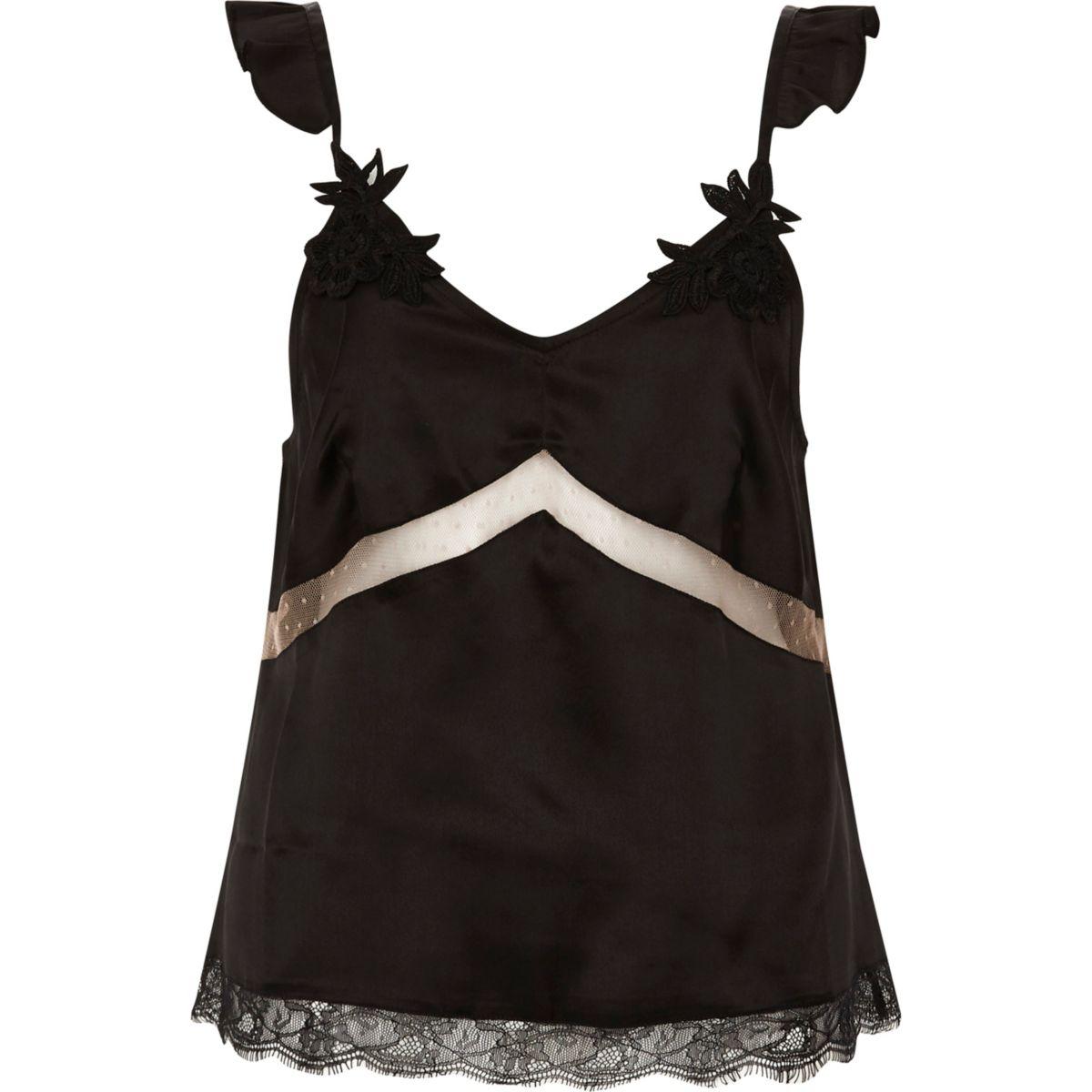Zwarte satijnen pyjamatop met appliqué op de bandjes en kant
