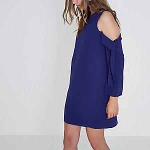 Blaues, langärmliges Swing-Kleid mit Schulterausschnitten