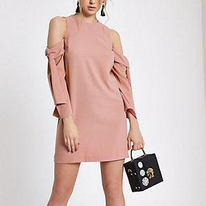 Swing-Kleid in Hellrosa mit Schulterausschnitten