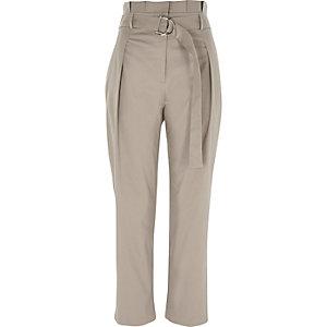 Pantalon fuselé gris à taille haute et anneau en D