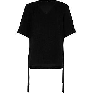 T-shirt noir à manches courtes et liens sur les côtés
