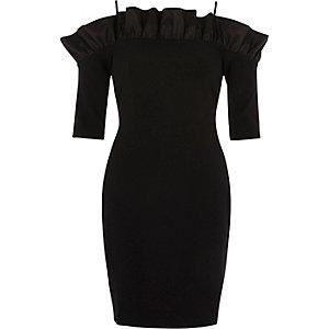 Zwarte mini-jurk in bardotstijl met ruches