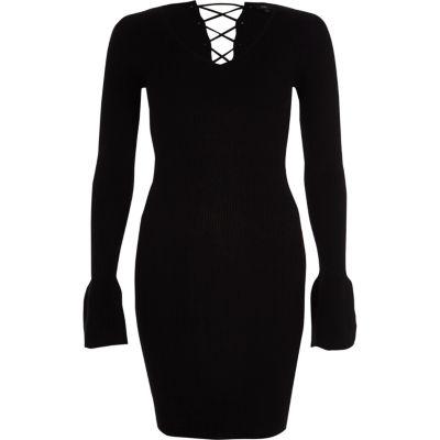 River Island Zwarte geribbelde gebreide jurk met klokkende mouwen en vetersluiting op de rug