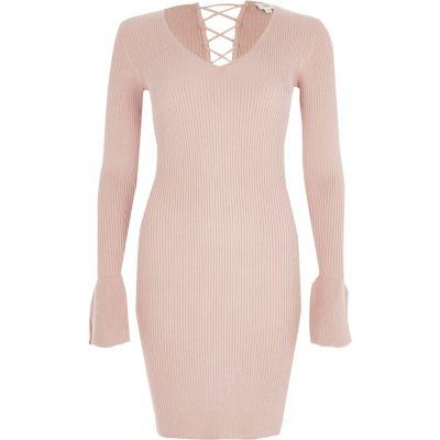 River Island Roze geribbelde gebreide jurk met klokmouwen en vetersluiting op de rug