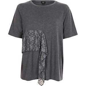 T-shirt gris foncé à volant en dentelle