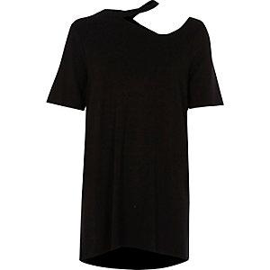 Zwart lang T-shirt met uitsnede in de hals
