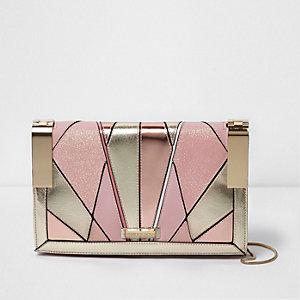 Roze handtas met uitsnedes en scharniersluiting