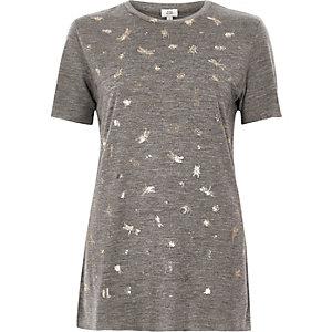Grijs aansluitend T-shirt met folieprint van kever