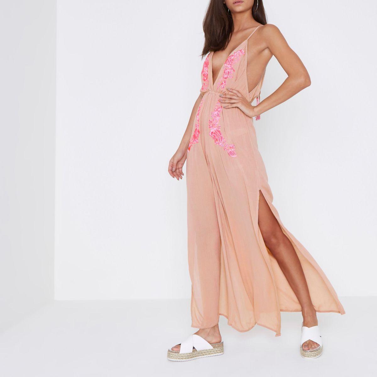 Roze strandjumpsuit met lichtroze borduursel