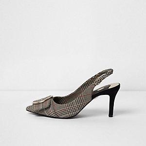 Schwarze, karierte, spitze Schuhe mit Fersenriemen und Kitten-Heel-Absatz