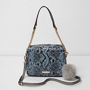 Blauwe kleine handtas met slangenprint, pompon en ketting