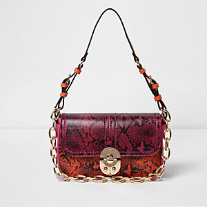 Sac aspect peau de serpent rose et orange avec chaîne porté épaule
