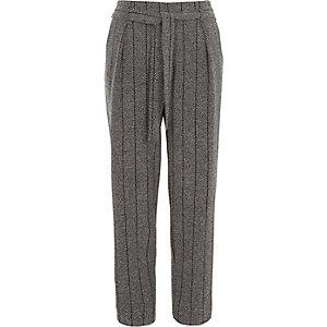 Pantalon à chevrons gris fuselé