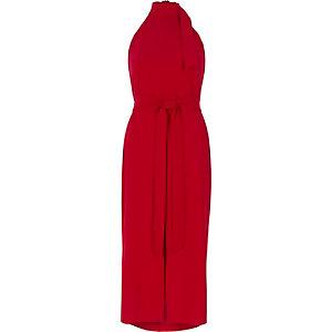 Rode hoogsluitende midi-jurk met strikceintuur