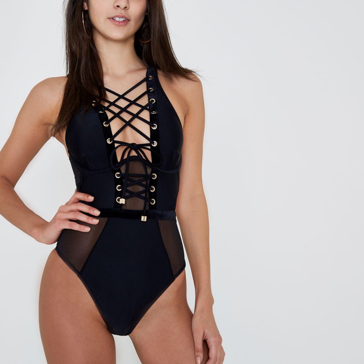 Zwart korsetzwempak met mesh aan de binnenkant