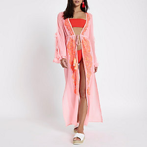 Vêtement de plage long rose vif brodé
