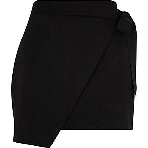 Jupe-short portefeuille noire structurée